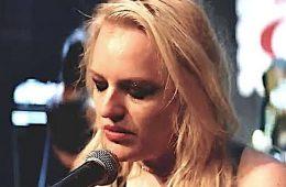 addiction recovery ebulletin Elisabeth Moss punk rocker